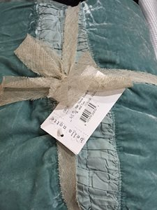 Bella-Notte-bed-pillows4.JPG