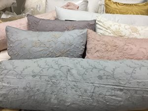 Bella-Notte-bed-pillows1.JPG