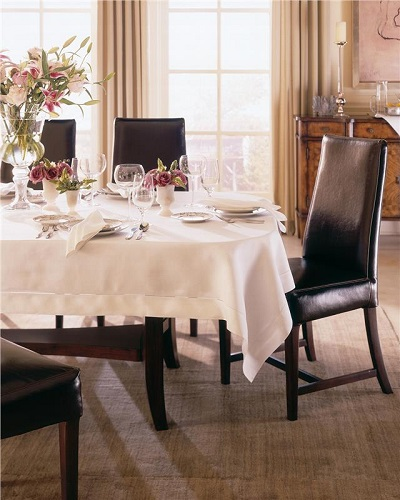 Sferra Classico Linen Tablecloth and Napkins
