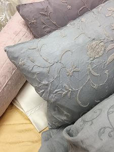 Bella-Notte-bed-pillows2.JPG